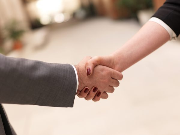 Critérios que desenvolvedores utilizam na escolha de redes de publicidade parceiras